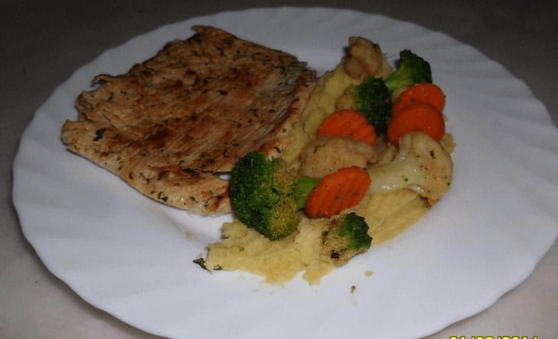 Bistecca di tacchino con purè di patate e verdure