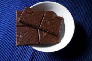 alimentos ricos em magnésio chocolate preto